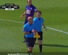 Momen Konyol Wasit di Pertandingan Sepak Bola Amatir Belanda, Cetak Gol untuk Salah Satu Tim