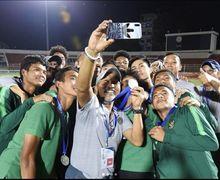 Putra Sorong Persembahkan Medali Piala AFF U-18 untuk Keluarga