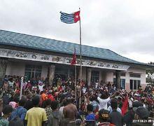 Papua Kisruh, Bendera Bintang Kejora Bermunculan. Freddy Numberi Bilang, 'Itu Bendera Budaya'