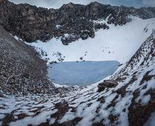 Mengapa Danau Terpencil Ini Dipenuhi dengan Puluhan Kerangka Manusia?