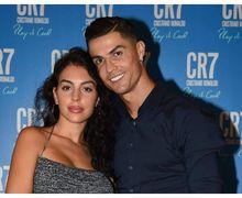 Lagi, Georgina Beri Kode Hamil dan Tunangan dengan Cristiano Ronaldo
