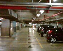 Benarkah Kita Tidak Bisa Menuntut Pihak Pengelola Parkir Jika Kehilangan Barang dalam Mobil yang Diparkir?