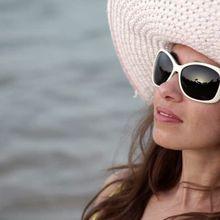 Selain Stylish, Pakai Kacamata Hitam di Siang Hari Juga Bagus Untuk Kesehatan