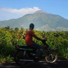 """Gunung Merapi Kembali Meletus, Hujan Abu Vulkanis """"Serbu"""" Magelang"""