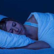 Kebiasaan Ini Sering Dilakukan Sebelum Tidur, di Baliknya Justru Mengancam Kesehatan!