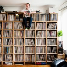 Foto-foto 7 Kolektor Musik yang Punya Koleksi Vinyl Segunung