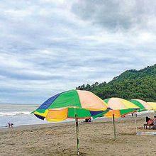 """Asyik, Ada Pesawat """"Nangkring"""" di dekat Pantai, Berlibur ke Sini, yuk!"""