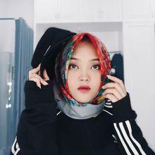 5 Gaya Fashion Hijab Kece Anak Sule, Putri Delina, yang Cocok Dipakai Buat Nonton Konser