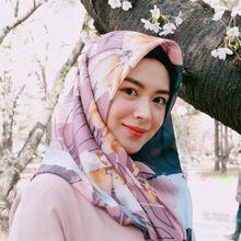 Fashion Hijab Motif Ala Selebgram Asal Korea, Ayana Moon yang Simpel!