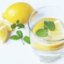 Minum Ramuan Mentimun dan Lemon ini dalam 4 Hari, Lemak di Perut Moms Langsung Susut!