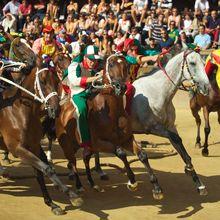 Palio, Pacuan Kuda Bersejarah yang Ditonton Ribuan Orang di Italia