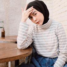 Inspirasi Outfit Hijab Kekinian dengan Long Hoodie ala Intan Khasanah