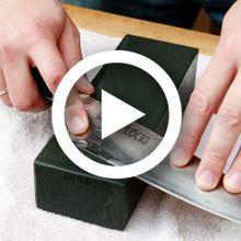 (Video) Yang Suka Masak Harus Tahu, Ini Cara Tepat Mengasah Pisau Supaya Tak Melukai Tangan
