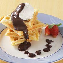 Si Kecil Pasti Semangat Sarapan Kalau Ada Waffle Saus Cokelat