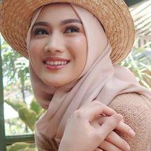 Mantap Berhijab dan Bakal Menikah, Melody Laksani Mantan Anggota JKT48 Dilempar Kaleng Minuman Sampai Menangis