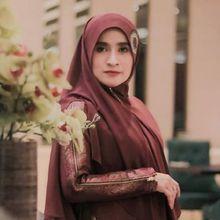 Lina Sukijo Tampilkan Baju Syari Jadi Lebih Kece di Jakarta Fashion Week 2019!