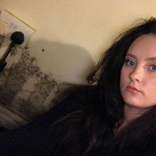 Rumah Penuh Jamur, Perempuan di Inggris Ini Memilih Bertahan. Kenapa?