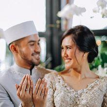 Sah Menikah! Cantik nan Elegan, Adik Alyssa Soebandono Berbalut Gaun Emas Saat Resepsi