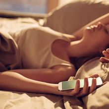 5 Kebiasaan Sebelum Tidur yang Bisa Rusak Mood Esok Hari, Olahraga Salah Satunya! Kok Bisa?
