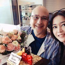 Pergi Berlibur dan Tinggalkan Suami Sendiri, Maia Estianty Tulis Pesan Romantis Untuk Irwan Mussry