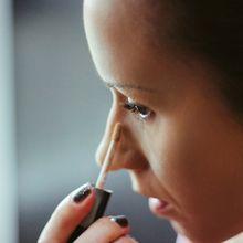 5 Kesalahan yang Perlu Dihindari Saat Memakai Concealer, Apa Saja?