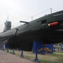 Masuk ke Monumen Kapal Selam Surabaya, Kita Berpetualang di Dalam Kapal Bersejarah