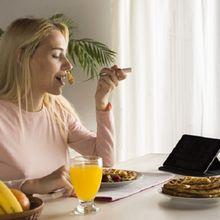Makan Sambil Beraktivitas Bisa Memicu Kanker Lambung, Ini Penyebab Lainnya