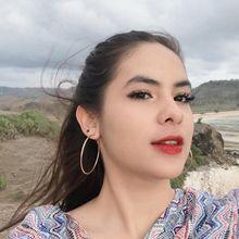 Tampil Manis Saat Ngedate, Coba 4 Lipstik Merah Cerah Ala Steffi Zamora!
