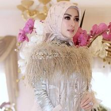 Gaya Fashion Hijab Elegan ala Syahrini dengan Berbagai Macam Outfit