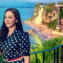 Tampilan Maia Estianty Saat Liburan ke Pantai, Keibuan Sekali!