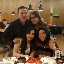 Pamer Masakan Suami, Ibu Ayu Ting Ting Kena Hujatan, 'Nyonya dan Tuan Besar Makan di Meja yang Lain Lesehan'