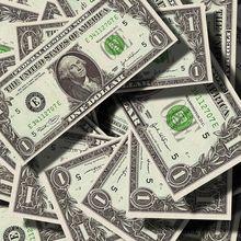 Uang Senilai Rp7,1 Miliar Berserakan di Jalan, Ternyata Ada Mobil Pengangkut Uang Rusak