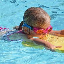 Haruskah Kita Pakai Kacamata Renang Saat Berenang?
