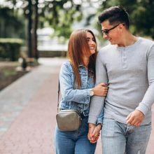 Pakar Hubungan Ungkap Sering Unggah Foto dengan Pasangan Pertanda Hubungan Tidak Bahagia