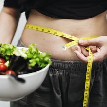 Perut Kencang dan Rata Setelah Melahirkan? Konsumsi Daftar Makanan Ini
