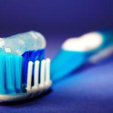 Gigimu Kuning? Coba Cara Ini untuk Memutihkan Gigi Secara Alami, yuk!