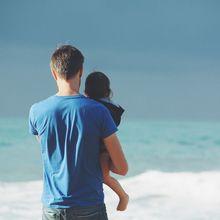 Jangan Mengomel, Moms! Cara Ayah Mengasuh Bayi Pun ada Manfaat yang Bisa Ditiru