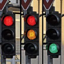 Ini Sebabnya Lampu Lalu Lintas Berwarna Merah, Kuning, dan Hijau