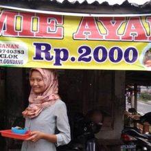 Dicibir Gunakan Bangkai Ayam, Begini Kisah Sedih Penjual Mi Ayam Seharga 2.000 Rupiah Sebelum Viral