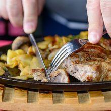 Sejak Kapan Manusia Menggunakan Garpu dan Pisau Sebagai Alat Makan?