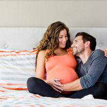 Posisi Seks Aman Saat Hamil, Cara ini Membuat Moms Mudah Mencapai Klimaks!