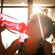 Berapa Banyak Air yang Boleh Kita Minum Setelah Makan?  #AkuBacaAkuTahu