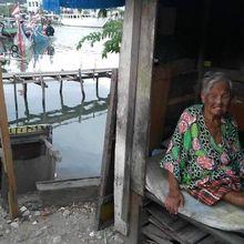 Kisah Pilu Nenek yang Hidup di Gubuk Mungil Tepi Kota Padang, Hanya Andalkan Makan dari Tetangga