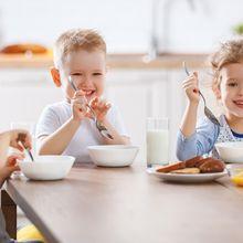 Sulit Ajarkan Anak Makan Sarapan? Ahli Ini Tawarkan Solusinya!