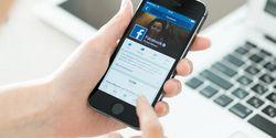 6 Tanda Kamu Mulai Kecanduan Facebook, Yang Terakhir Nggak Ada Obatnya!