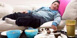 Awas, Keseringan Main Hape Sebelum Tidur Bisa Bikin Kamu Gendut!