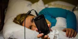 Nggak Bikin Hape Rusak, Ini Cara Aman Isi Baterai Ponsel Semalaman