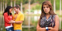Curiga Pacar Selingkuh? Awasi Saja Pakai Aplikasi Ini