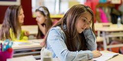 Waspadalah, Remaja Putri Lebih Rentan Depresi Akibat Media Sosial