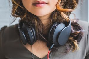 Pengaturan Explicit Content (E) di Apple Music untuk iOS 12